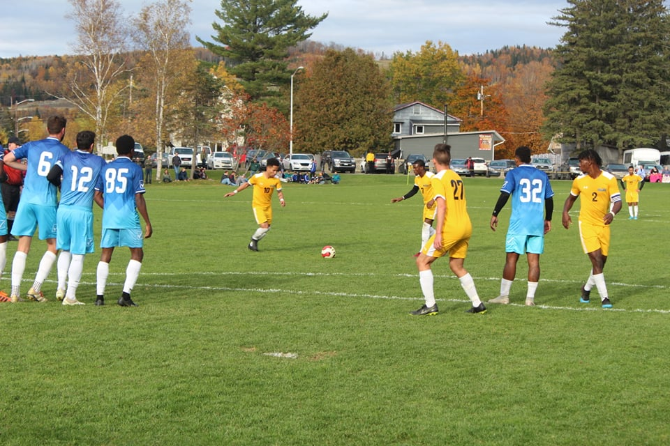 Bengals lining up for the free kick against Bryant & Stratton College in their win Saturday.